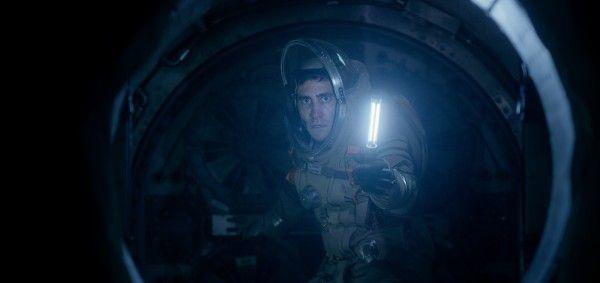 life-movie-image-jake-gyllenhaal