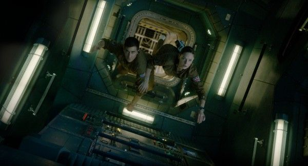 life-movie-image-rebecca-ferguson-jake-gyllenhaal