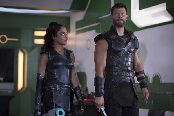 thor-ragnarok-tessa-thompson-chris-hemsworth