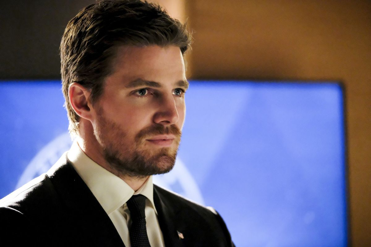 Arrow Season 6 Batman Gets An Unexpected Mention Collider