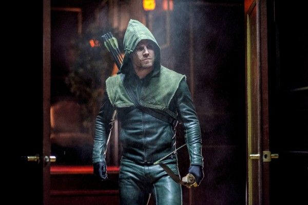 arrow-season-5-kapiushon-image-3