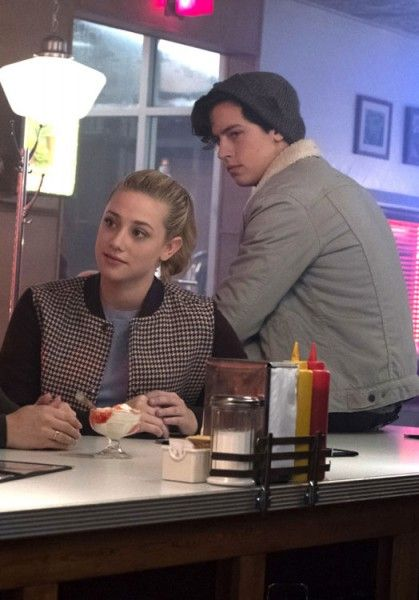riverdale-lili-reinhart-cole-sprouse