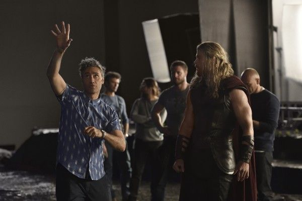 thor-ragnarok-chris-hemsworth-social
