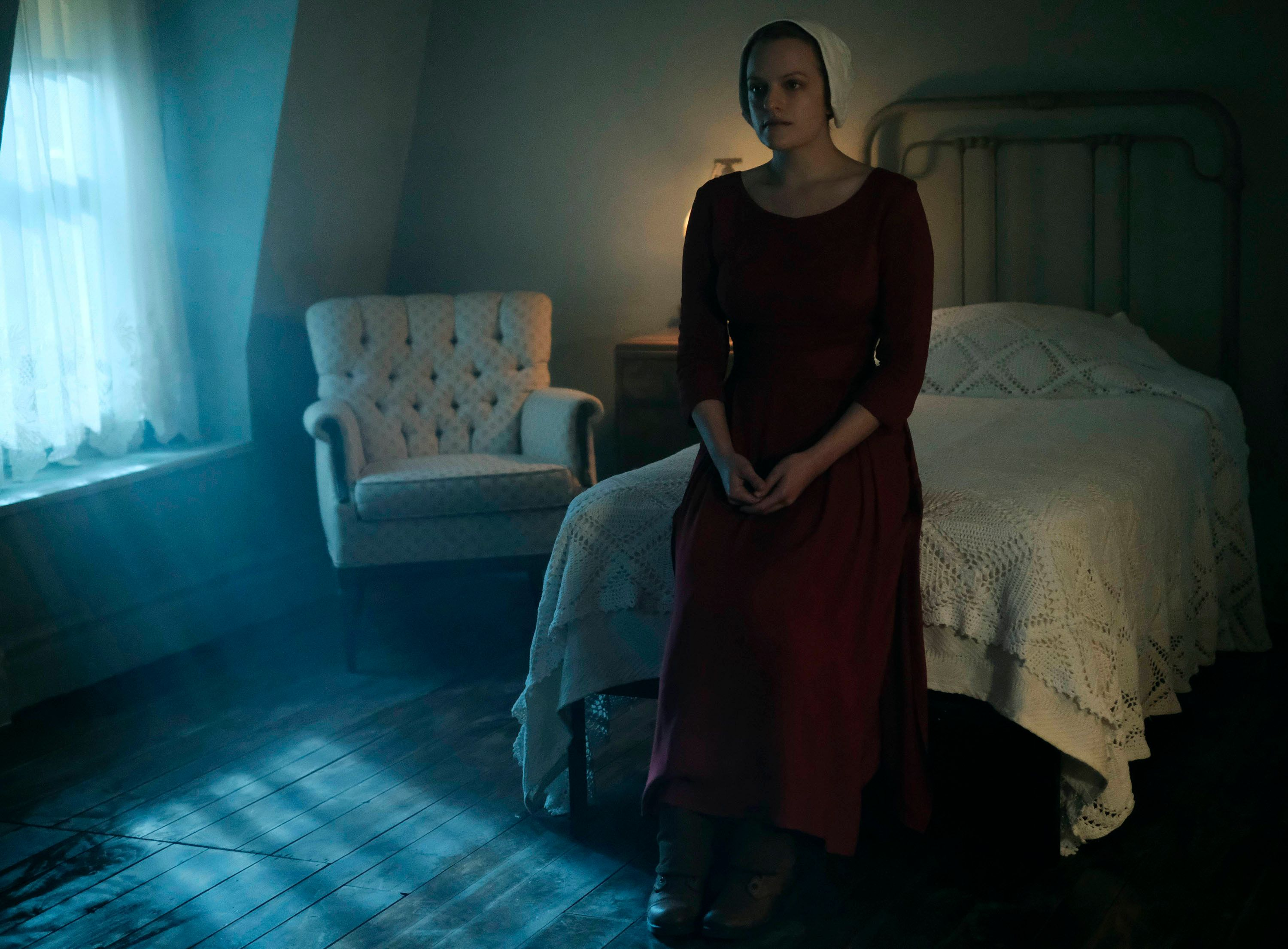 the handmaids tale elisabeth moss 03 - 'Call Me By Your Name' & & 'The Handmaid' s Tale' Take Top Honors at USC Scripter Awards