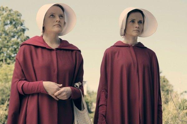the-handmaids-tale-elisabeth-moss-alexis-bledel