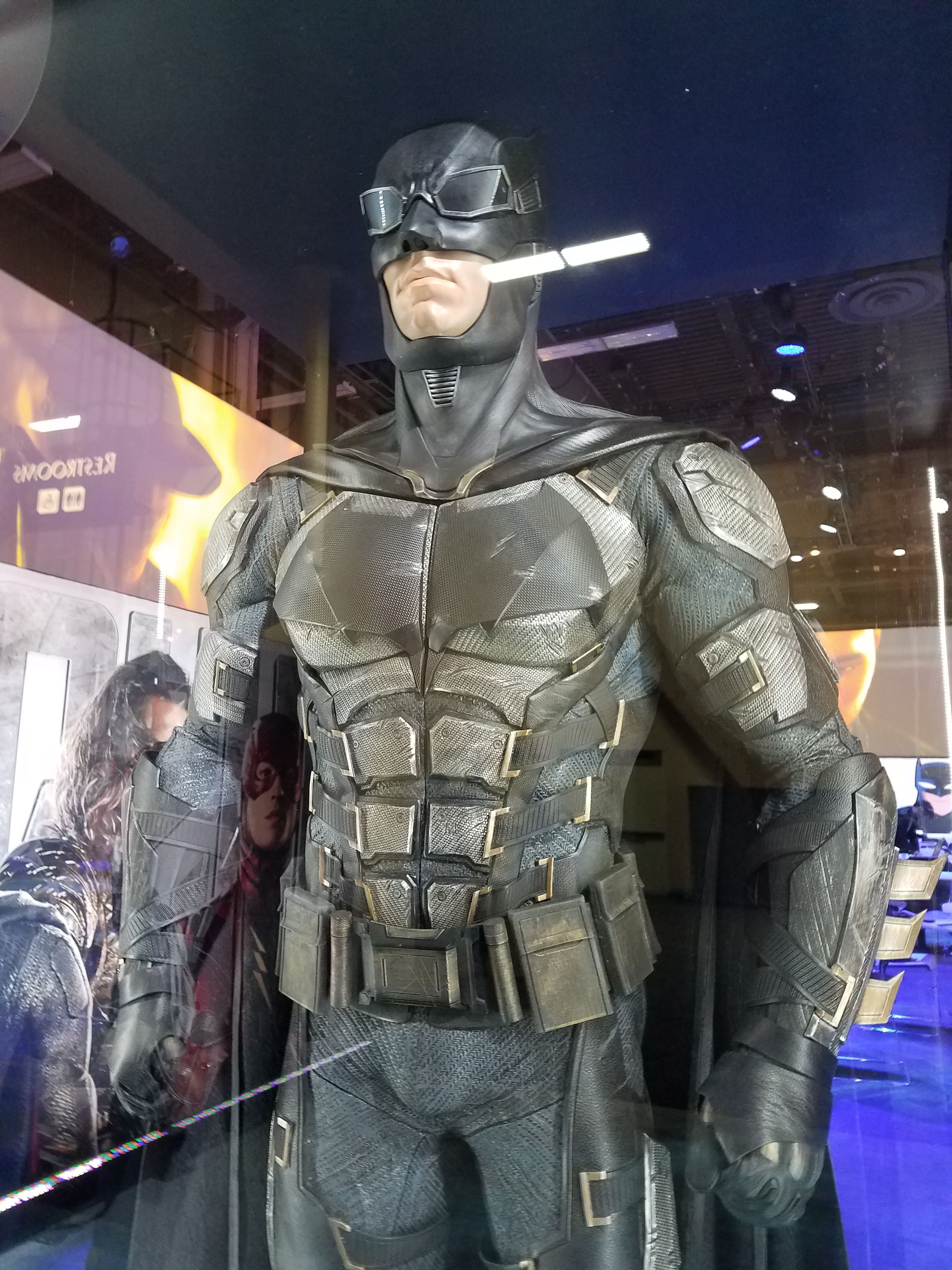A new and detailed look at the tactical suit courtesy of Collideru0027s Frosty & Ben Affleck IS Bruce Wayne/Batman - Part 2 - Page 23 - The ...