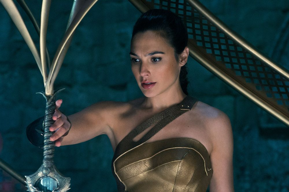 Gal Gadot To Star With Dwayne Johnson In Red Notice