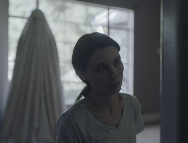 rooney-mara-a-ghost-story-image-with-sheet