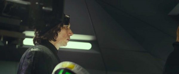 star-wars-the-last-jedi-behind-the-scenes-image-adam-driver