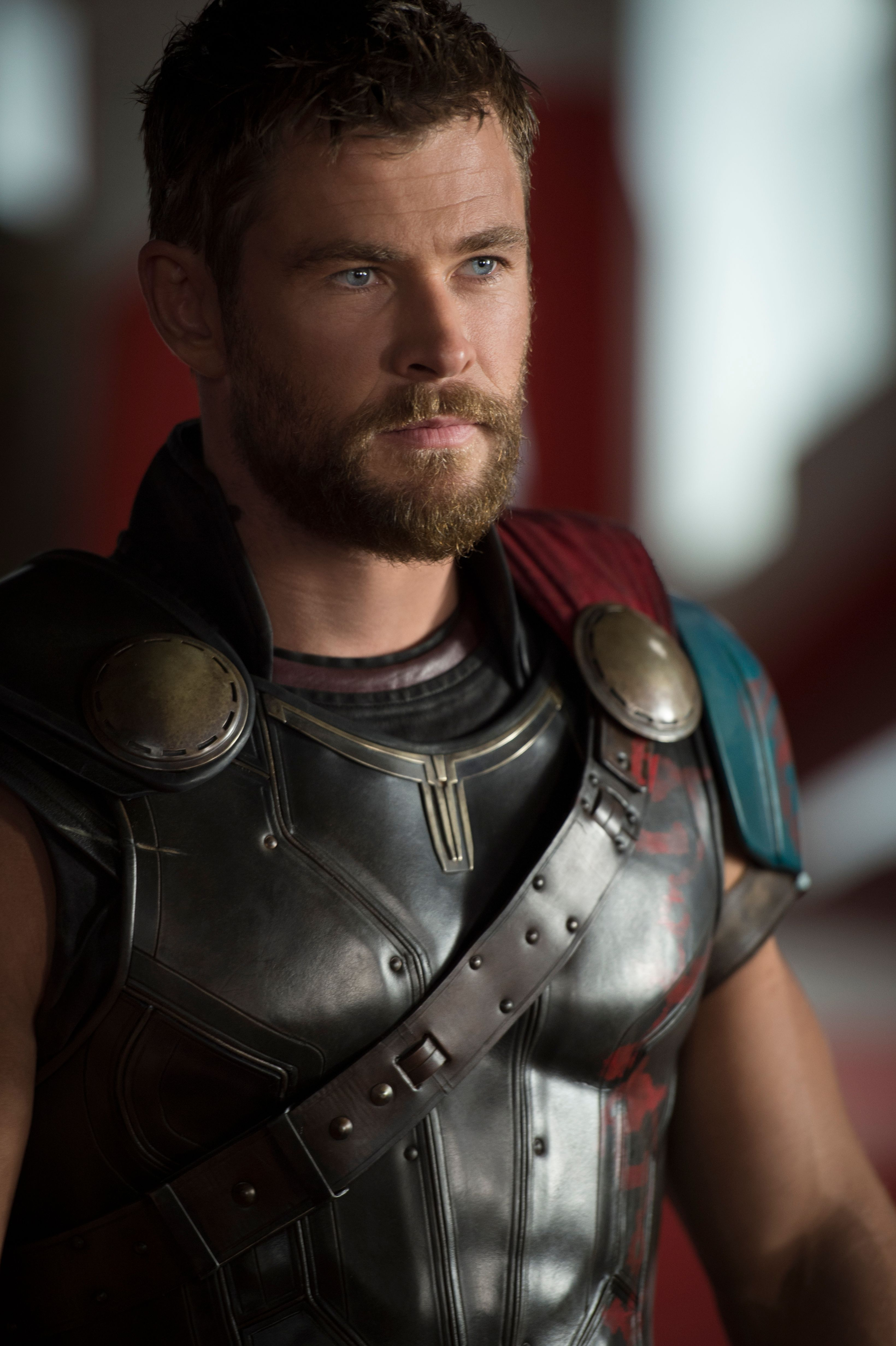 chris hemsworth on thor ragnarok mcu connections and more collider. Black Bedroom Furniture Sets. Home Design Ideas