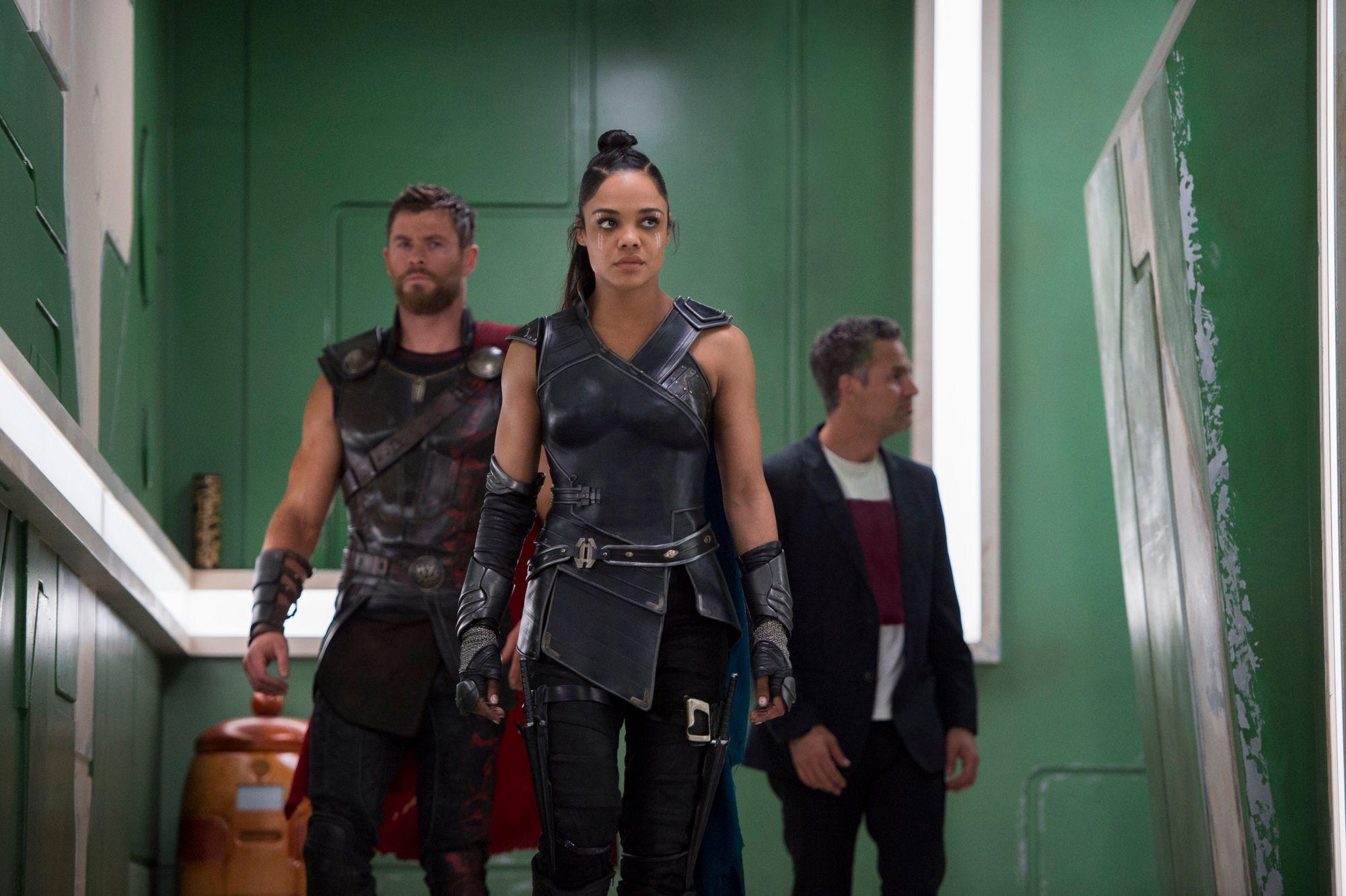 Thor, Valquiria y Bruce Banner en Thor: Ragnarok.