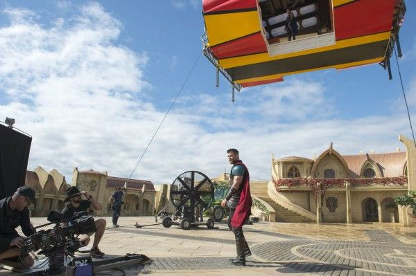 thor-ragnarok-set-photo-chris-hemsworth