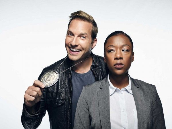 ryan-hansen-solves-crimes-on-television-image-1