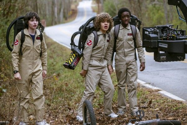 stranger-things-season-2-cast-set-image