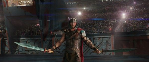 thor-ragnarok-images-chris-hemsworth-gladiator-arena