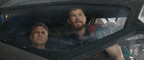 thor-ragnarok-images-mark-ruffalo-chris-hemsworth