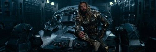 justice-league-jason-momoa-batmobile-slice