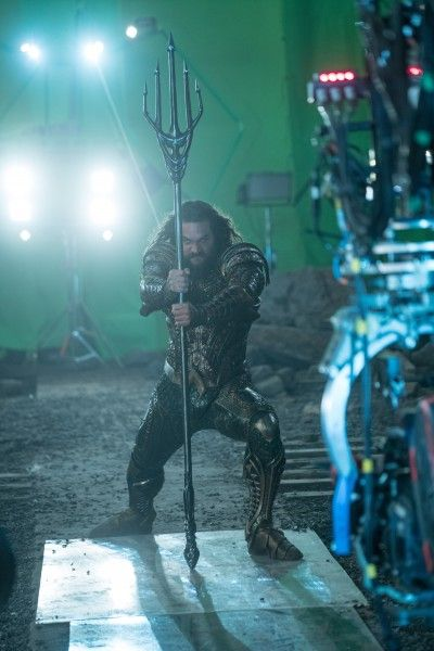 justice-league-jason-momoa-set-photo