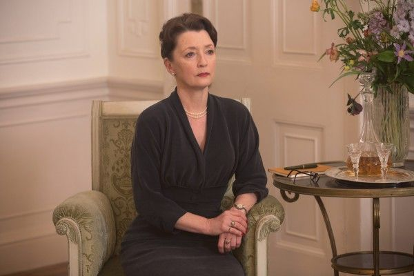 phantom-thread-lesley-manville