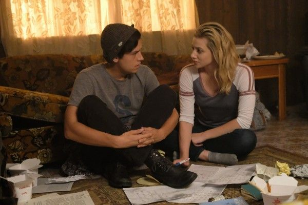 riverdale-season-2-cole-sprouse-image-2
