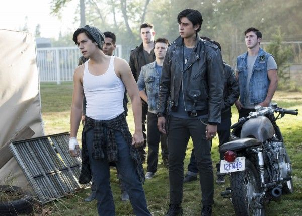 riverdale-season-2-cole-sprouse-image-6