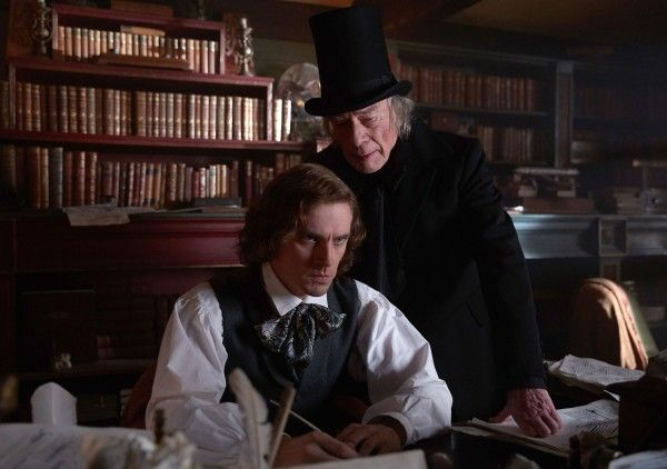 the-man-who-invented-christmas-dan-stevens-christopher-plummer-02