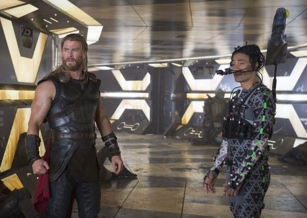 thor-ragnarok-behind-the-scenes-taika-waititi-chris-hemsworth