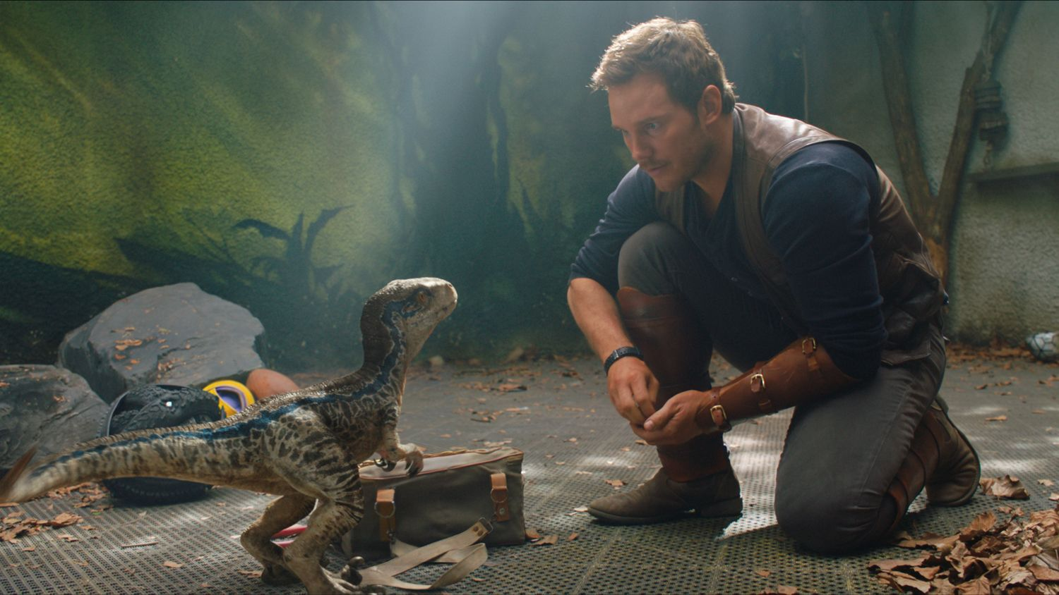 jurassic-world-2-blue-fallen-kingdom