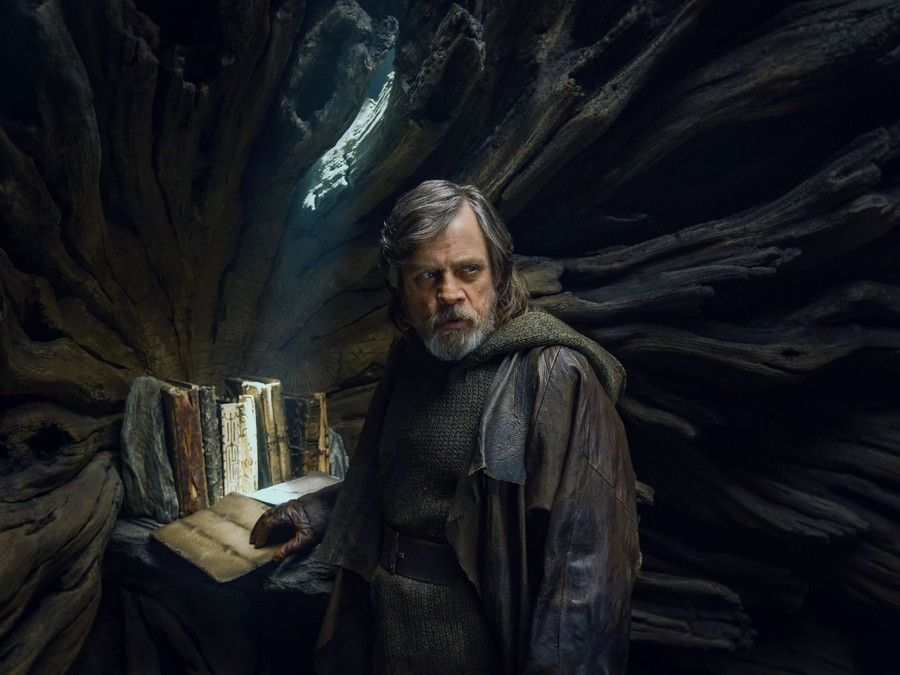 The Last Jedi's New Force Powers, Explained | Collider