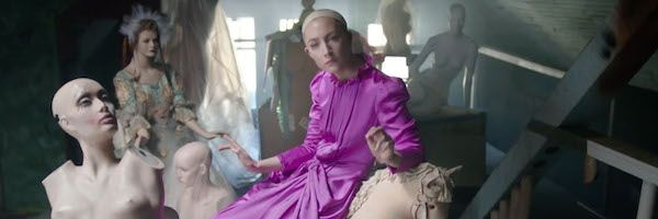 saoirse-ronan-mannequin-horror-video-slice