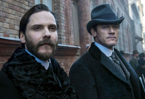 the-alienist-daniel-bruhl-luke-evans-01