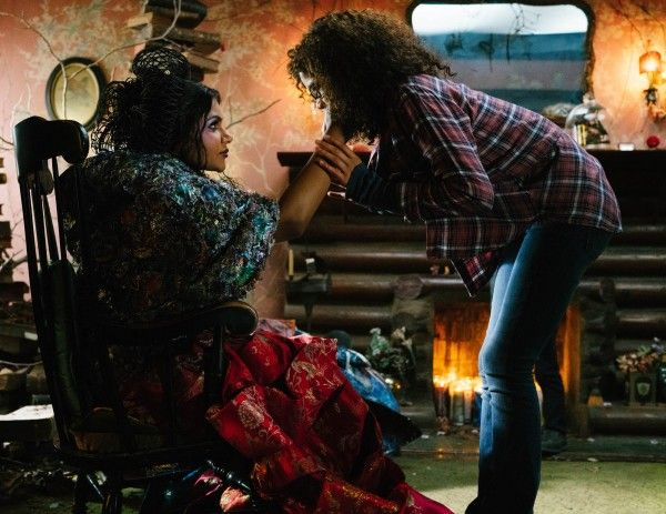 a-wrinkle-in-time-movie-mindy-kaling-storm-reid