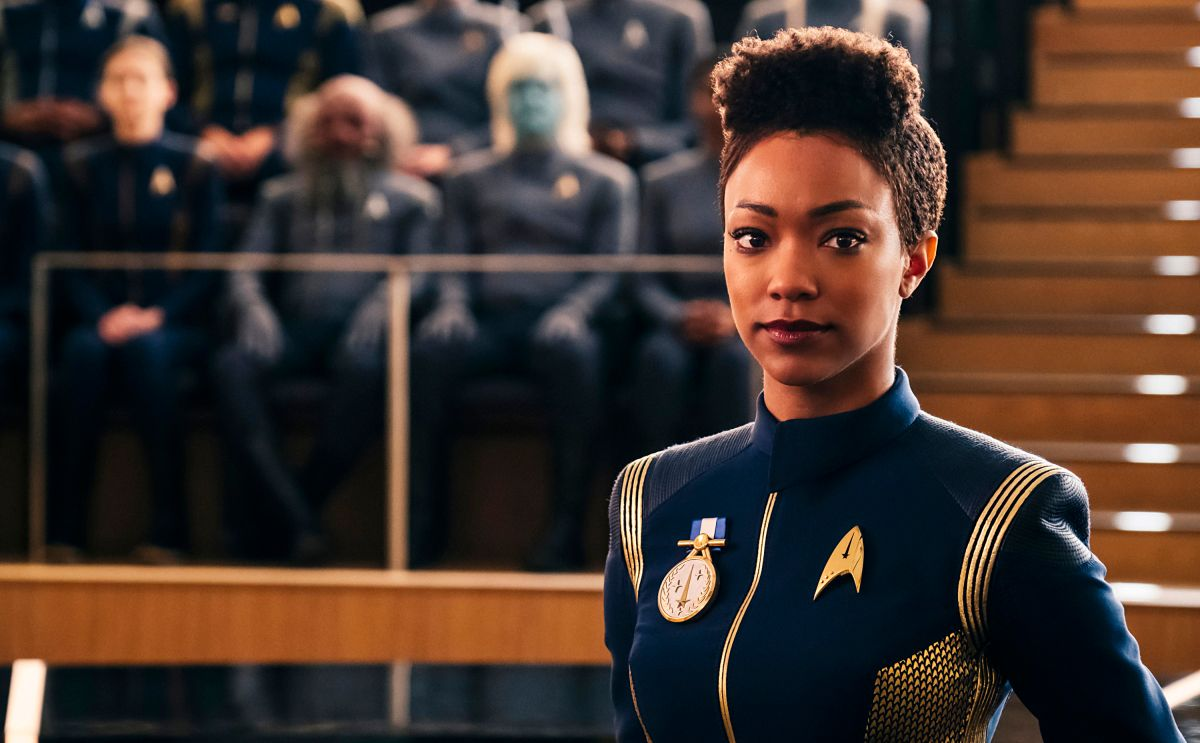 Star Trek: Discovery Showrunners ousted, Alex Kurtzman warping in