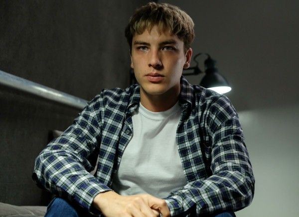 the-assassination-of-gianni-versace-cody-fern-02