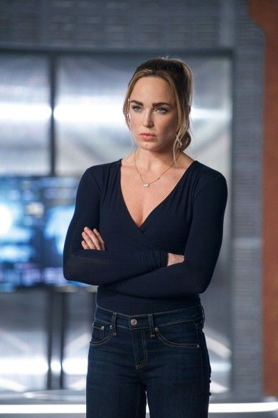 legends-of-tomorrow-caity-lotz