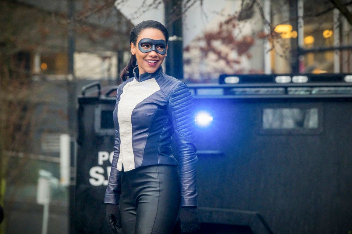 the flash season 4 run iris image 5 - 'The Flash': Candice Patton on How Iris Has Evolved & & Suiting Up as a Speedster