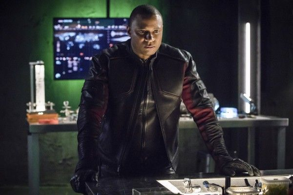 arrow-season-6-brothers-in-arms-image-3