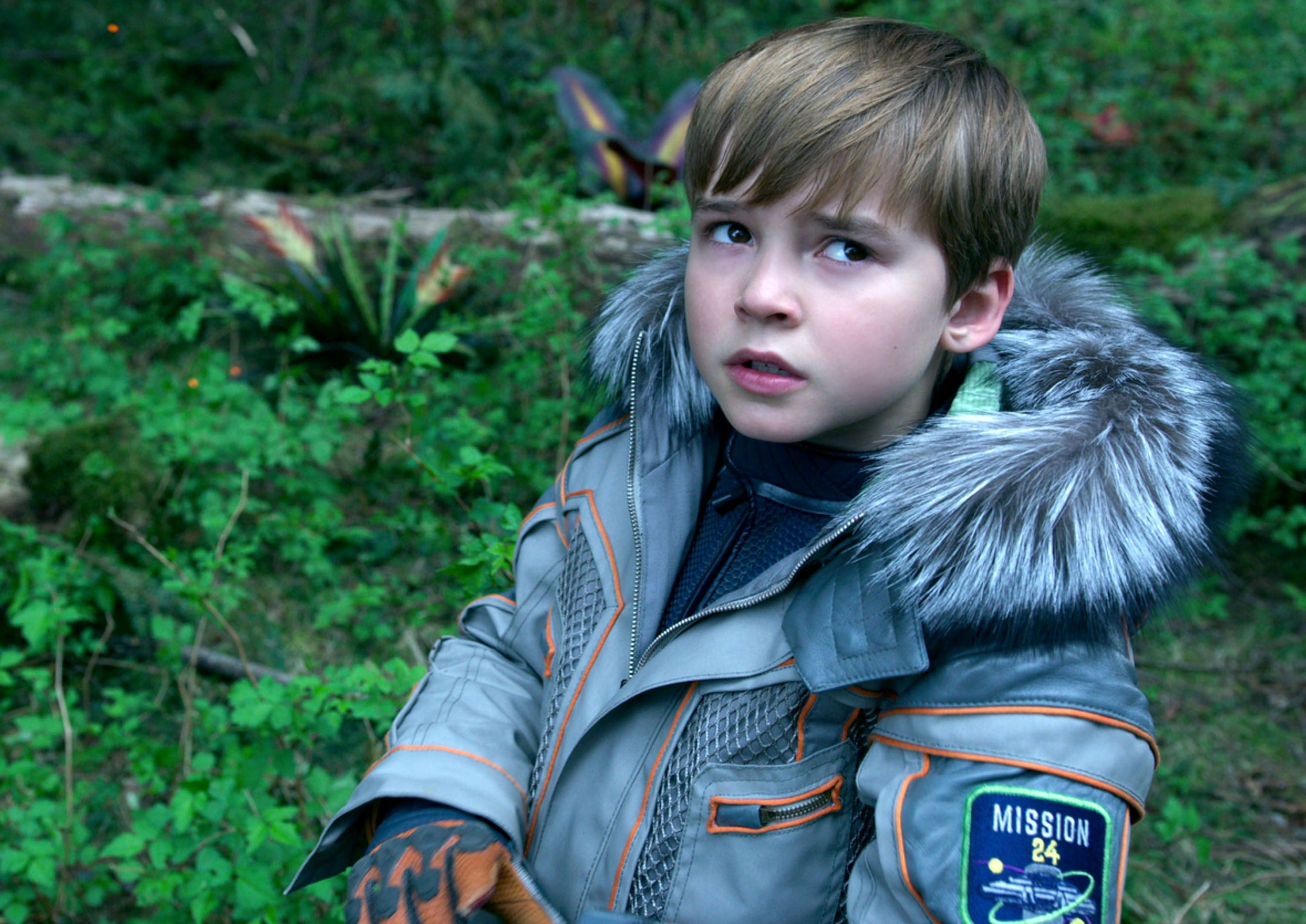Lost In Space Review Netflix S Reboot Is A Restrained