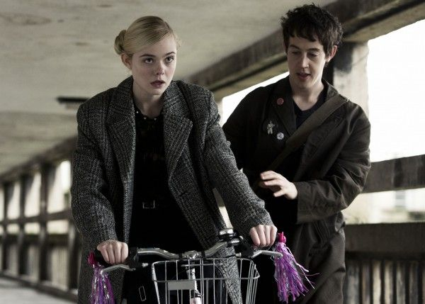 how-to-talk-to-girls-at-parties-elle-fanning-alex-sharp-04