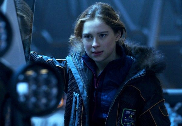 lost-in-space-mina-sundwall-01
