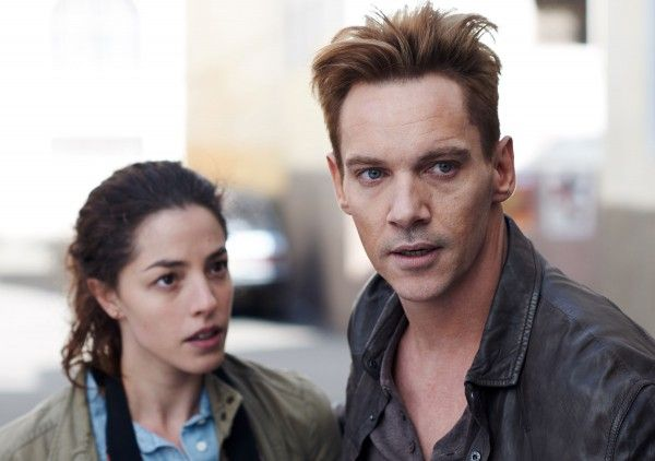 damascus-cover-jonathan-rhys-meyers-olivia-thirlby-01