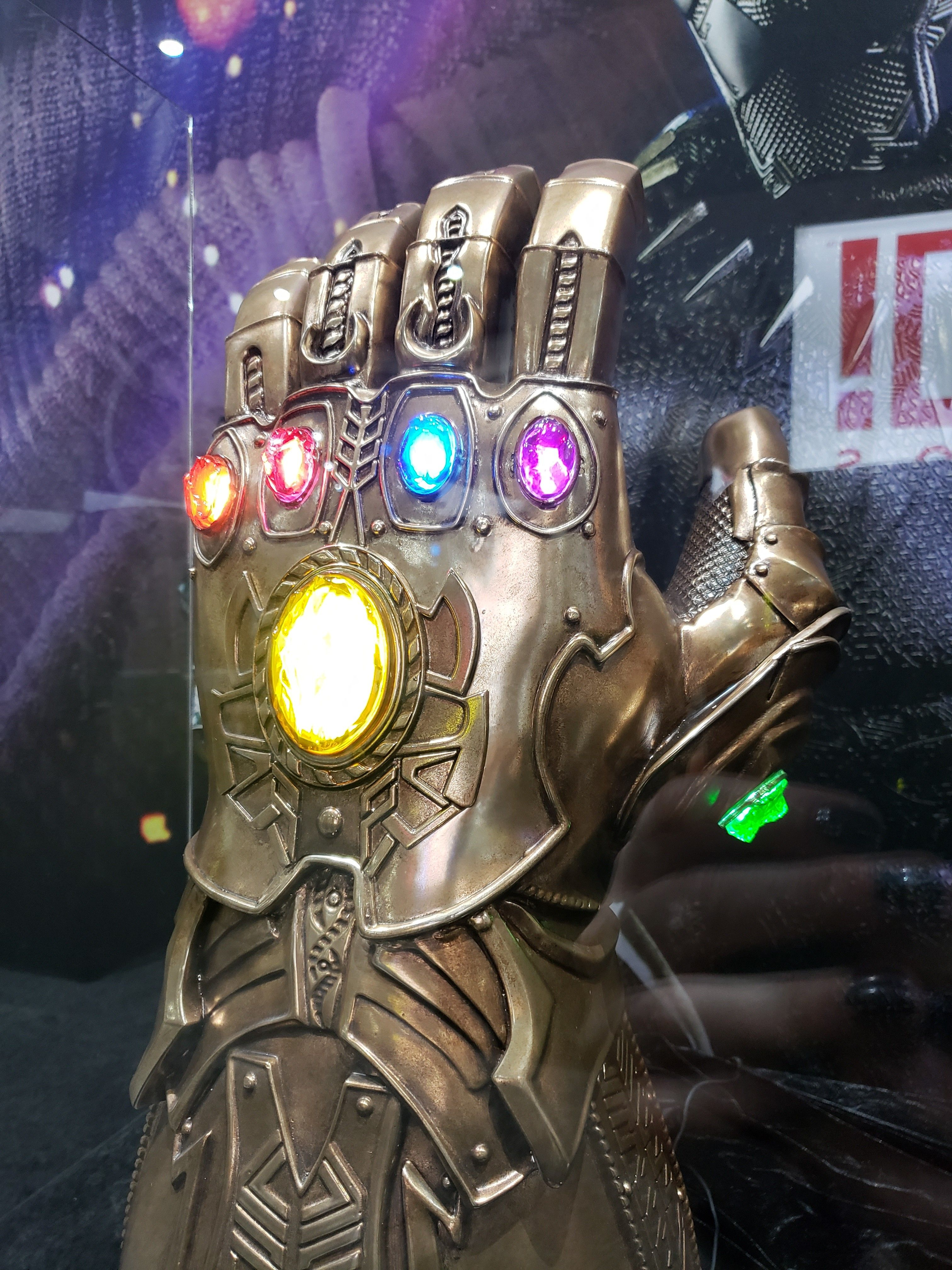 infinity gauntlet from sideshow collectible images oh