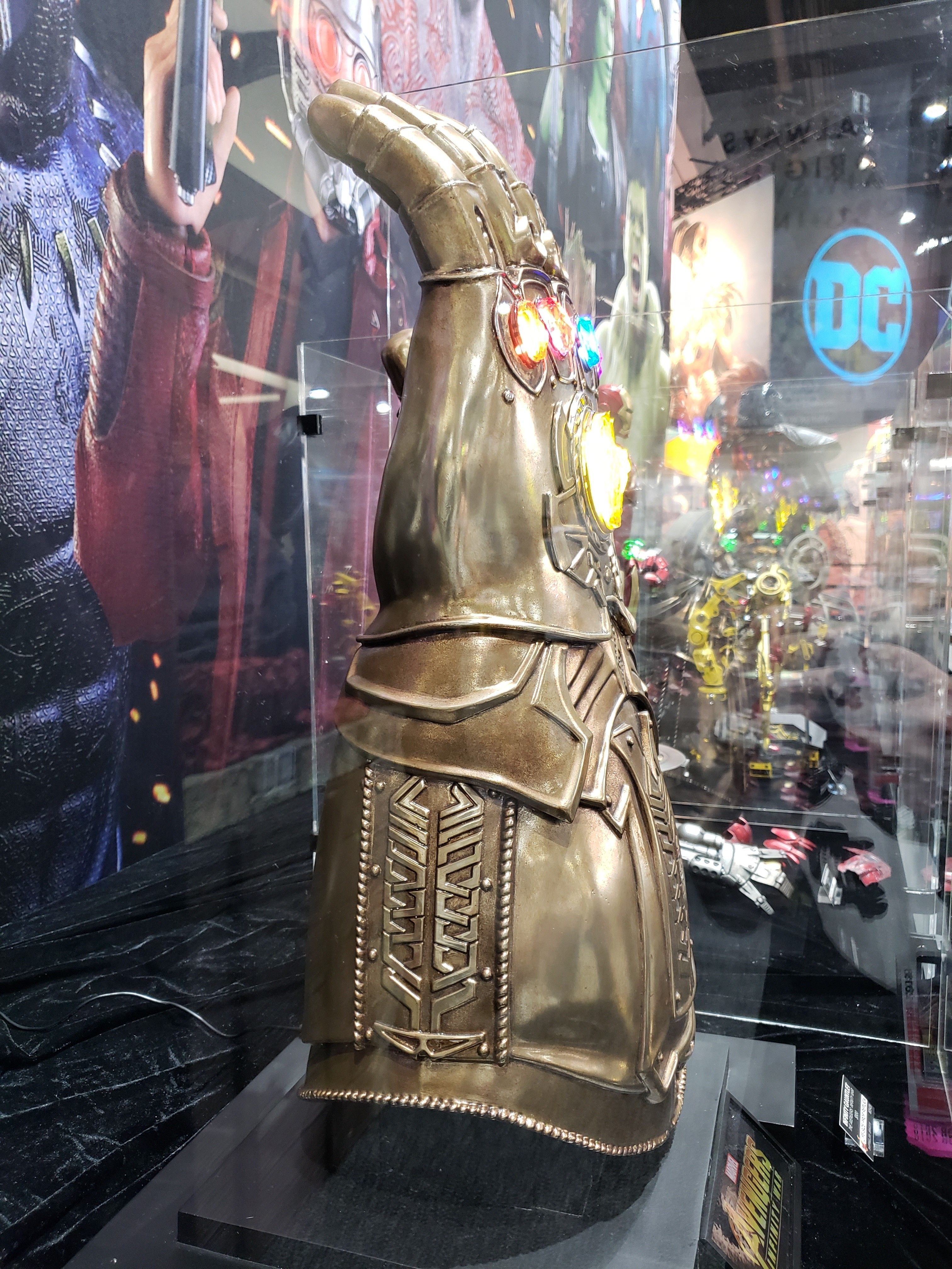 infinity gauntlet from sideshow collectible images
