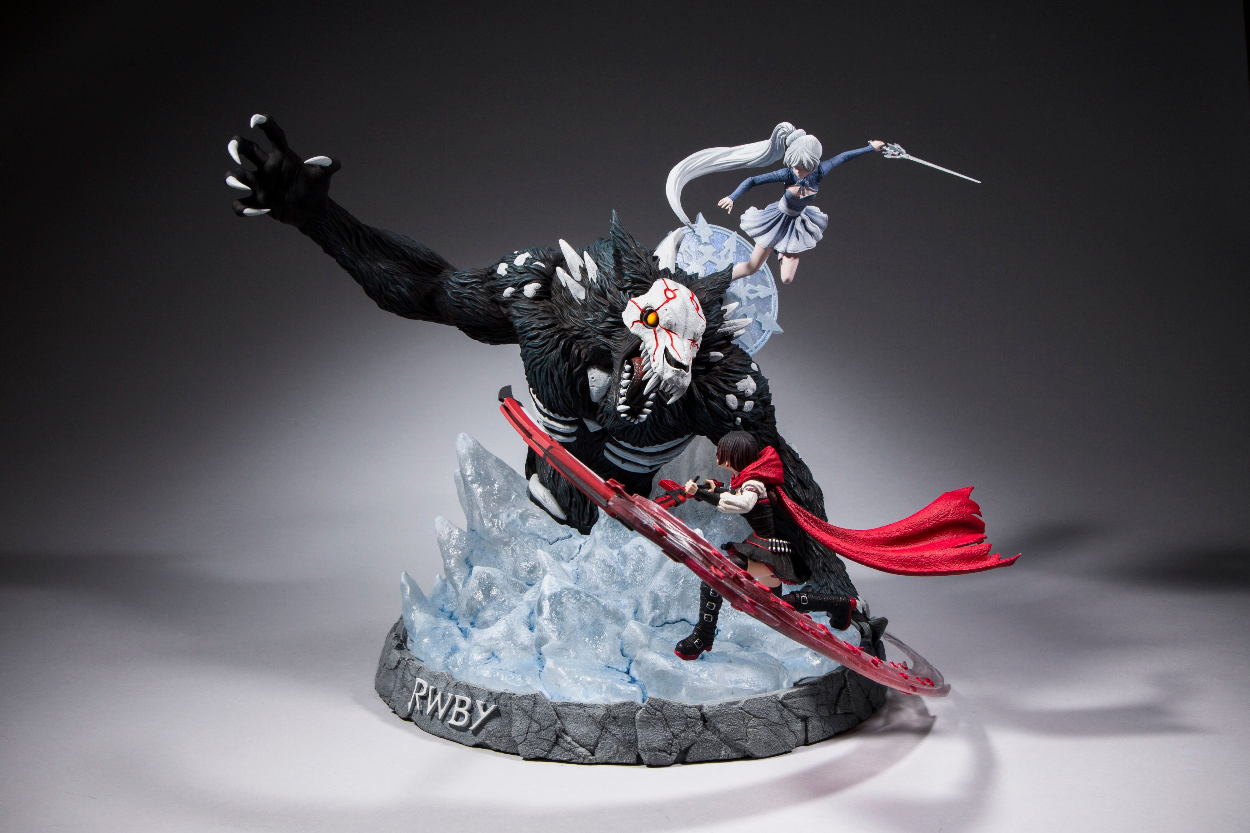 RWBY McFarlane Toys Statue: Weiss and Ruby Battle an Alpha