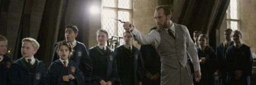 fantastic-beasts-the-crimes-of-grindelwald-jude-law-dumbledore-slice