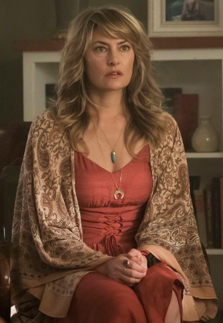 Riverdale season 3 madchen amick skeet ulrich on for Kinderzimmerlampe madchen