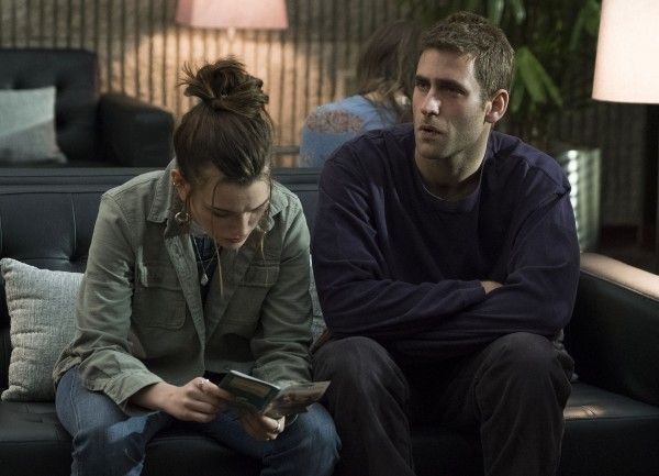 the-haunting-of-hill-house-oliver-jackson-cohen-victoria-pedretti