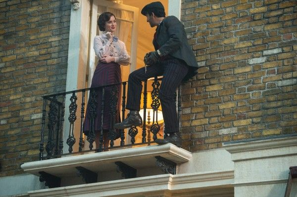 mary-poppins-returns-emily-blunt-lin-manuel-miranda-4