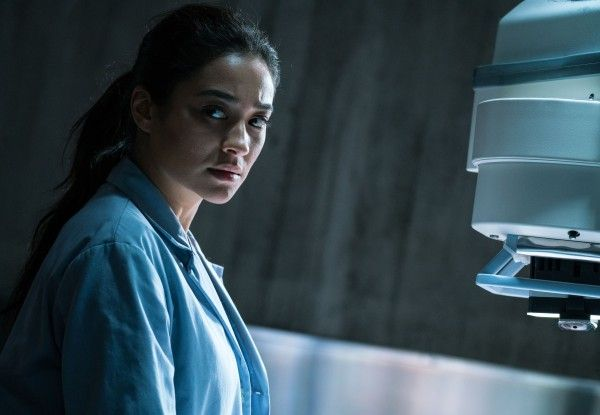the-possession-of-hannah-grace-shay-mitchell-01