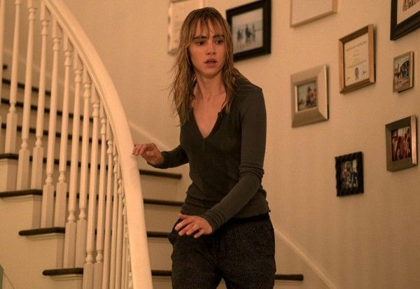 into-the-dark-suki-waterhouse-03